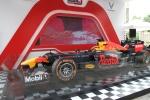 Video: Tận mắt ngắm hai chiếc xe đua F1 trị giá hàng trăm tỷ đồng tại Hà Nội