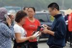 Video: Vé 'chợ đen' Việt Nam vs Malaysia bị thổi giá 'đắt cắt cổ', không ai mua lại đại hạ giá