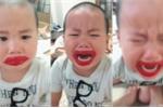 Bé trai nghịch son, khóc thảm thiết khi bị dọa loét môi khiến dân mạng 'cười té ghế'