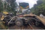Tàu hoả đâm nát xe tải, hai người chết thảm
