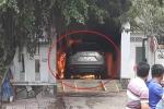 Clip: Ô tô Mazda CX-5 cháy ngùn ngụt khi đậu trong sân nhà