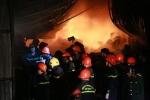 Căn nhà bốc cháy ngùn ngụt lúc rạng sáng, 3 cha con chết thương tâm