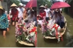 Clip: Dân Quốc Oai nô nức rước dâu bằng thuyền hoa giữa biển nước lụt
