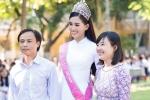 Tân Hoa hậu Trần Tiểu Vy rạng rỡ khi đến thăm trường cũ