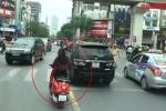 Clip: Ô tô đủng đỉnh, xe máy tạt đầu xe cứu hỏa trên đường đi chữa cháy
