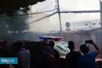 Hiện trường cháy bãi xe gần sân bay Tân Sơn Nhất, thiêu rụi nhiều ô tô