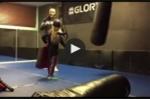 Video: Bố võ sỹ đá con gái 'bay như chim'