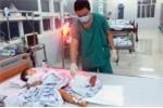 Phẫu thuật thành công, cứu sống bé trai 32 tháng tuổi bị tàu lửa cán đứt lìa cẳng chân