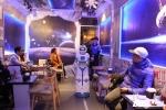 Nàng robot giá 200 triệu đồng làm nhân viên bưng bê cafe ở Hà Nội