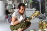 Video: Bên trong xưởng làm 'cúp vàng World Cup' xuất sang Nga ở Hà Nội