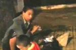Clip: Phụ nữ bế trẻ em xin tiền chích ma túy ở TP.HCM