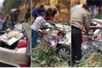 Clip: Cứu 2 người trên ô tô con bị xe tải đè bẹp dúm ở Hòa Bình