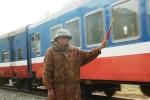 Người cựu binh già 12 năm thầm lặng gác chắn đường sắt không lương