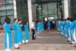 VIDEO trực tiếp: Chuyên cơ chở đoàn thể thao và tuyển Olympic Việt Nam đáp xuống Nội Bài