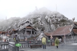 Video: Mê mẩn trước vẻ đẹp của Fansipan trong tuyết tháng tư
