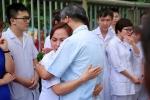 Video: Trào nước mắt giây phút chia tay Giáo sư Nguyễn Anh Trí