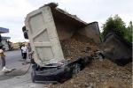 Xe tải đè nát ô tô con ở Nam Định, nam tài xế chết thảm