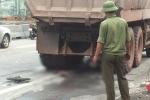 Va chạm với xe tải, người phụ nữ bị cuốn vào gầm chết thảm