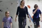 Angelina Jolie đưa các con đi chơi giữa tin Brad Pitt có tình mới