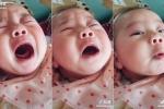 Clip: Em bé giả vờ khóc ăn vạ khiến người xem bật cười
