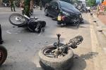 Ô tô 'điên' tông liên hoàn xe bồn và 2 xe máy, tài xế thương nặng