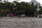 Làng cổ Hà Nội ngập trong biển nước, dân sợ điện giật không dám ra đường