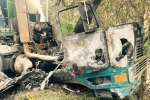 Xe bồn đâm vào gốc cây bốc cháy ngùn ngụt, tài xế chết thảm trong cabin