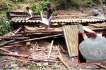 Lốc xoáy kèm mưa đá 'đánh sập', làm tốc mái 60 nhà dân ở Thanh Hóa