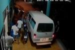 Tài xế xe cứu thương bị nhóm côn đồ hành hung ngay trước phòng cấp cứu