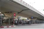 Ảnh: Hàng loạt gầm cầu Hà Nội bị chiếm dụng thành bãi trông giữ xe