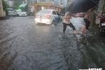 Cửa ngõ sân bay Tân Sơn Nhất ngập nặng sau cơn mưa lớn