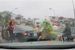 Nữ tài xế quay đầu ô tô trên cầu còn mắng người sa sả: CSGT Hà Nội phản hồi