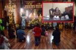 Hà Nội: Giáng chức hiệu trưởng đi chùa giờ hành chính