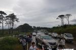 Đắk Lắk: Xe tải lật nghiêng, hàng trăm phương tiện tắc cứng trên đường Hồ Chí Minh