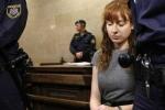 Nữ sát thủ nguy hiểm tới mức phải nhốt chung với tù nhân nam