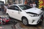 Kỳ lạ ô tô đang bị tạm giữ lại gây tai nạn liên hoàn trên phố ở Sóc Trăng
