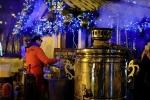 Người Nga được ăn 'bữa sáng tổng thống', nhảy múa, vui chơi trong ngày bầu cử