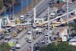 Video, ảnh: Sập cầu đi bộ nặng gần 1.000 tấn, hàng loạt người chết