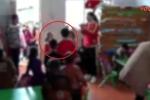 Clip: Cô giáo mầm non bắt 17 bé gái xếp hàng, nhổ nước bọt vào mặt bé trai