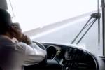 Đề xuất cấm dùng điện thoại khi lái ô tô