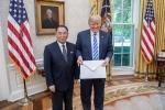 Vì sao bức thư ông Kim Jong Un gửi Tổng thống Trump có kích cỡ ngoại khổ?