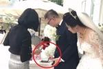 Đám cưới quẹt thẻ thay phong bì ở Hà Nội gây tranh cãi gay gắt