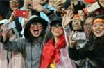 Người hâm mộ gào thét, bật khóc khi thấy U23 Việt Nam
