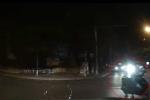 Chiếu đèn pha trên phố khiến tài xế đối diện suýt gây tai nạn chết người