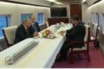 Video: Putin và Tập Cận Bình uống trà trên tàu cao tốc Trung Quốc