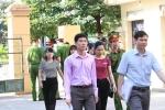 Những hình ảnh đầu tiên tại phiên tòa xét xử bác sĩ Hoàng Công Lương