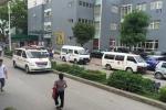 xe cứu thương Bảo vệ chặn xe cứu thương - Luật ngầm tàn nhẫn ở phía sau bệnh viện 4b lanl 0804472