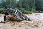 Video: Nước lũ đỏ ngầu ùn ùn đổ về Nghĩa Lộ, Yên Bái sơ tán dân khẩn cấp