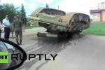 Clip: Tăng T-80U 'ngã chổng vó' lên trời sau tai nạn