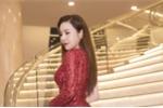 Hoa hậu Hoàng Dung khoe thân hình đồng hồ cát gợi cảm